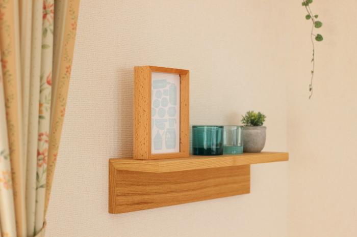 「壁に付けられる家具・棚」は場所を選べずに使えるアイテム。幅や長さや色などたくさんの種類が取り揃えられているので、リビングに、ダイニングに、洗面所に・・・どこにでも◎