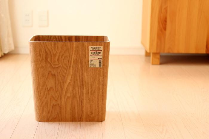 """ゴミ箱も木のぬくもりを大切に。空間に馴染む""""ちょうどいい""""アイテムが見つかるってとってもうれしいですね。"""