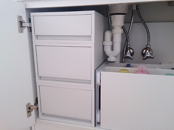 このように重ねることができるのも素敵ポイントです。 洗面台下にもピッタリですが、キッチンやパントリーなどどこでも活躍できる優秀アイテムです◎