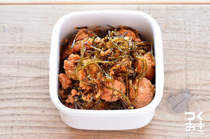 たらこと昆布、おにぎりの具材としても人気が高い食材を合わせて佃煮にすれば、家族みんながご飯をおかわりしそう。お弁当やおにぎりにしても喜ばれるうえに、5日くらい日持ちもするので週末に作り置きしておくと重宝します。