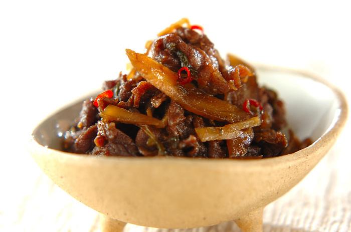 牛肉とゴボウ、ショウガ、ピーマンで作る佃煮は、もうおかずと言っても良いくらい、栄養も満足感も◎。余ったら翌朝の食卓に出したり、お弁当に入れたりできて便利です。