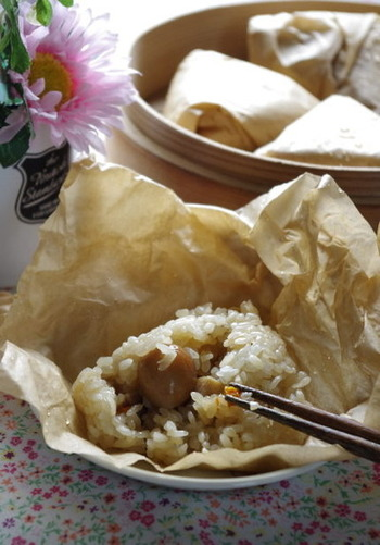 大人のお弁当に喜ばれる中華ちまきは、クッキングシートを使ってラッピング。ご飯を包んでそのまま調理、そのままお弁当に持ち出せるから手間いらず!