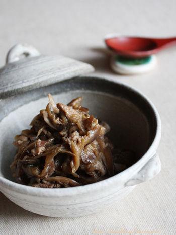茄子、豚肉、舞茸で作る佃煮は梅干しを入れることで、よりあっさり美味しくいただけ、おにぎりの具材としても活躍してくれます。