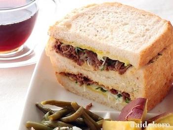 佃煮でおにぎりは定番ですが、たまには目先を変えて佃煮でサンドイッチなどいかがでしょうか。牛肉の佃煮で作るサンドイッチはボリューム満点で、味ももちろん◎。これなら育ち盛りの子のお弁当にも喜ばれそう。