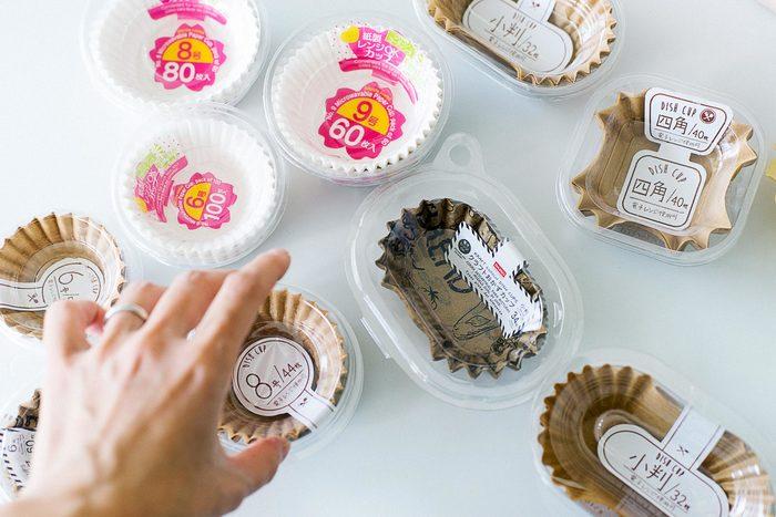 色んな柄がプリントされた紙カップは、お菓子作りにもおかず入れにも大活躍します。お弁当の彩りが足りない時の救世主にもなりますね!