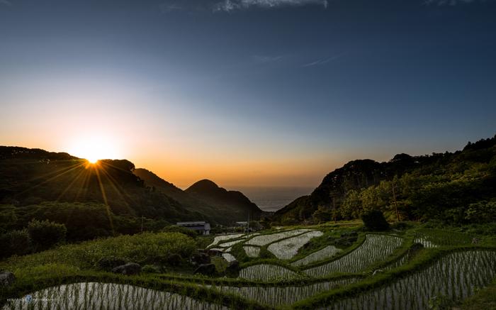 静岡県棚田等十選の一つに選ばれている石部の棚田では、駿河湾までをも見渡すことができます。