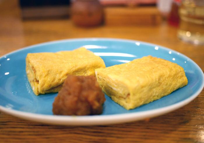 甘めのダシが効いた「玉子焼き」は、蕎麦屋呑み定番の一品。醤油で味付けされた大根おろしと一緒にいただきます。