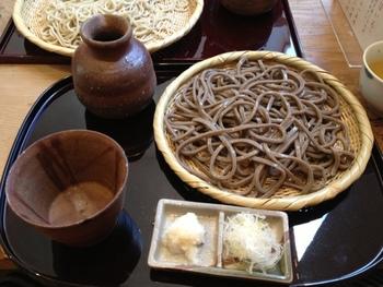 「せいろは」風味豊かな二八蕎麦。のど越しの良さが魅力です。コシのある田舎そば「深山」と両方注文して味の違いを楽しんでみるのもおすすめ。