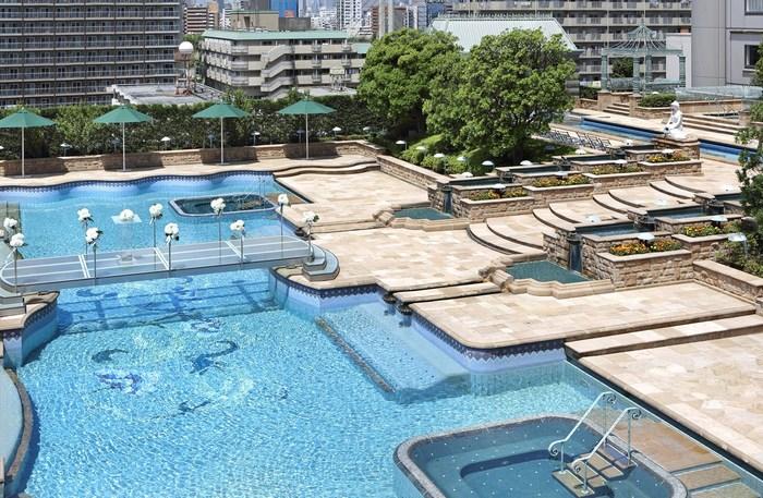 東陽町にあるホテル イースト21東京のプールは、広さ2,000平米という都内最大級を誇るガーデンプールです。結婚式にも使われるヨーロピアンな雰囲気でリゾート気分を味わってみてはいかがでしょう?