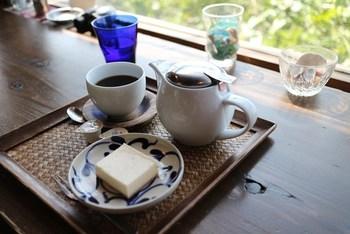 20種類のコーヒー、7種類のハーブティー、地元産の紅茶など飲み物が充実しているカフェ。地産の食材と手作りにこだわっています。