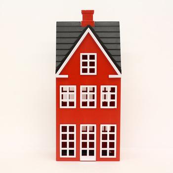 ヨーロッパの街並みを連想させるかわいいおうちデザインの貯金箱。お金の大切さを教えたいお子様へのプレゼントにぴったり。