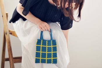 丸モチーフのショール、チェックのミニバッグ、粒々ふちどりショール、ダイヤ柄のバッグを作ることができます。