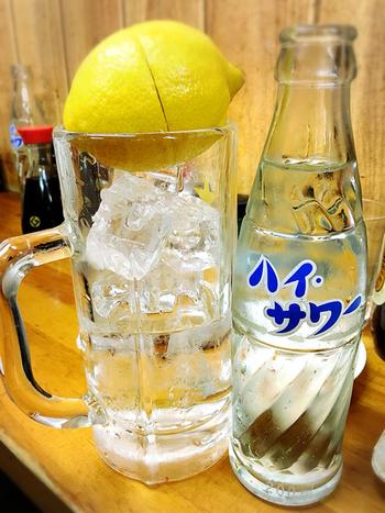 ばんはサワー発祥のお店なので、まずレモンサワーを注文するのがおすすめです。