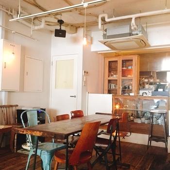 扉を開けると、ひとつひとつこだわりの家具や小物などセンスの良いインテリアでまとめられた空間がそこにあり、雰囲気も抜群。