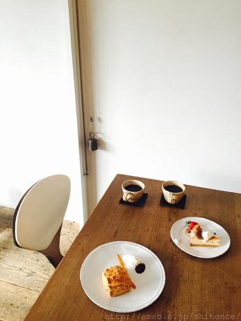 お食事の後は、季節の果物を使ったスイーツや、一杯ずつネルドリップで丁寧に淹れてくれるコーヒーでホッと一息つきませんか?
