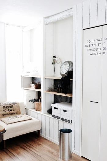 トタンの傘立ては白を基調としたお部屋にあるとそのお洒落さが際立ちます。 傘立てだけでなく、背の高い植木鉢カバーとしてもお洒落です◎