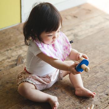 スタイは赤ちゃんのお肌に触れやすいアイテムなので、触り心地の良い布地をチョイスして作ってあげると赤ちゃんも喜びます。