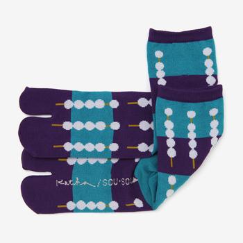 「みたらし団子 京紫」は、ずらりと並ぶみたらし団子がポップながらもモダンな印象です。カジュアルなファッションに合わせると似合いますよ。