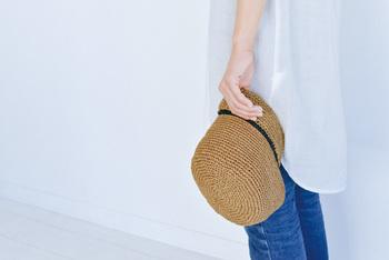 Patterns Note(KN07)は、「SASAWASHI」と「麻ひも」で作る、夏らしいつば広ハット、ラインキャップ、サイドポケットバッグ、斜めギンガムバッグを紹介しています。