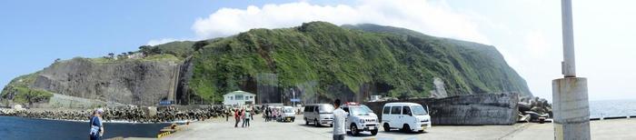 東京から南へ約200km、三宅島の南約18kmに位置する「御蔵島(みくらじま)」。