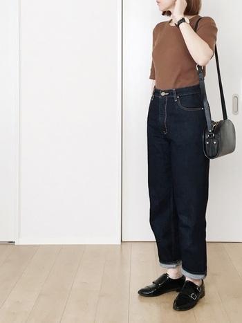 GUやユニクロなどのファストファッションブランドでもトレンドアイテムはたくさん♪特にリブTシャツに関してはGUやユニクロが強いですね。形がキレイなので色違いで揃えても◎。デニムに合わせても上品に決まる鉄板スタイルです。