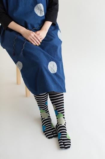 足袋下は、普通のソックスと同じ綿などの素材で作られているので、普段使いしても違和感なく履けます。いろいろな柄があるので、コーディネートの挿し色におすすめです。