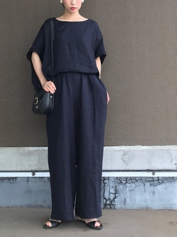 肩の力が抜けた、肩ひじ張らない大人のカジュアルスタイル「エフォートレス・シック」の流れも見逃せません。今季は、ゆるっと力が抜けたセットアップに注目!  サラッと一枚で着ているのに、なぜか目を惹く……そんなオンリーワンなファッションを楽しみましょう。