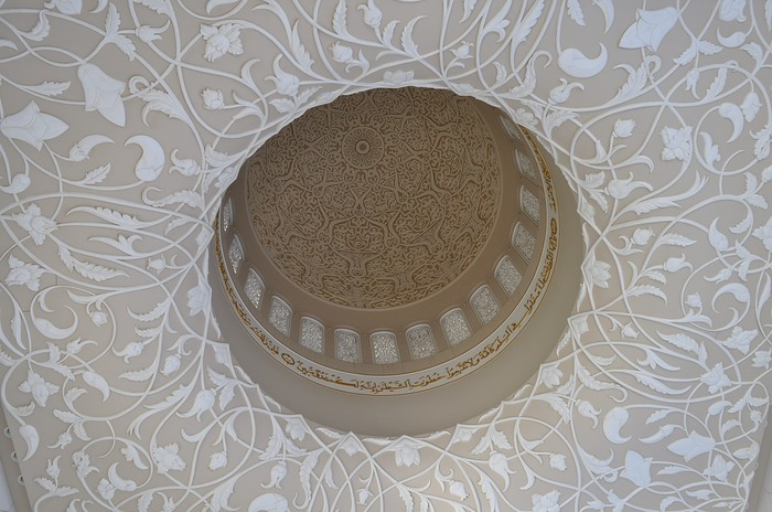 美しい植物がモチーフの模様は、その名のとおり「植物文様」。こちらは、イスラム地域で愛されているチューリップや架空の植物などによる装飾です。