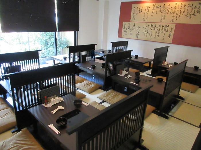 店内は落ち着いた雰囲気。ゆっくりと福岡のもつ鍋を堪能しましょう。