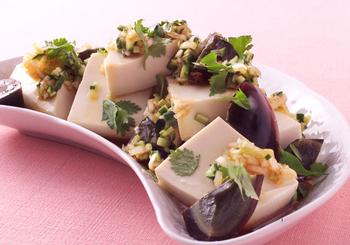 簡単ですが贅沢な中華の前菜。具材を合わせて、甘辛いタレをかけるだけです。ラー油をピリリときかせて。