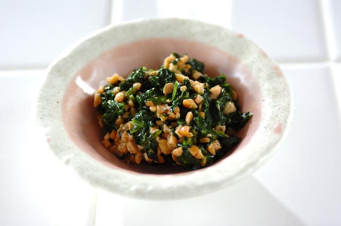 ゴマ油が香る納豆の和え物。 ほうれん草と納豆のヘルシー食材を両方使って美味しく。