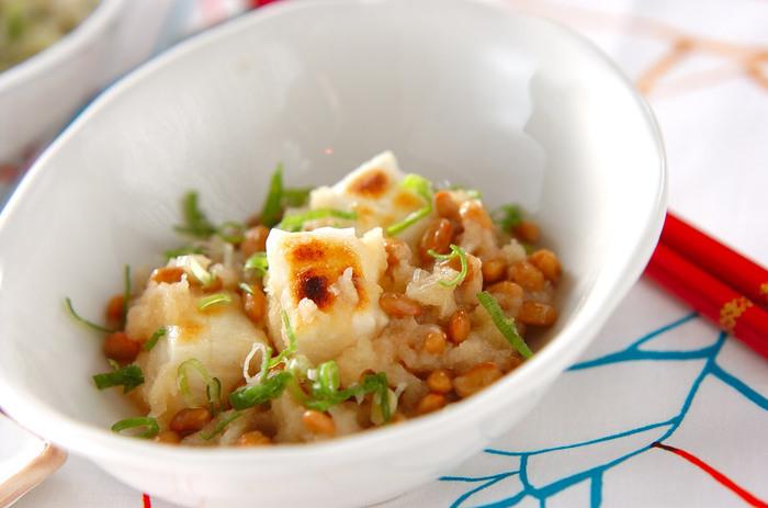 納豆に餅という驚きの組み合わせ。 すりおろした大根が入っていて、意外に食べやすいです。 ご飯を炊き忘れちゃったときはもちろん、小腹がすいたときにもおすすめ!