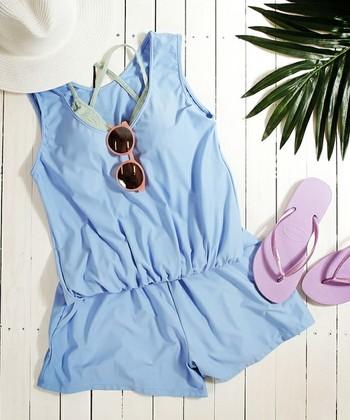 こちらはオールインワンタイプのラッシュガード。ブルーの色合いがさわやかで、ビーチやリゾートにもぴったり!水着との重ね着も楽しめそうです。