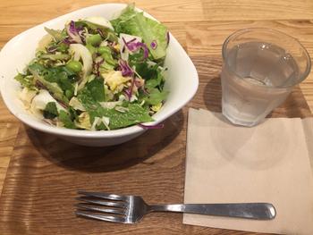 切り方やドレッシングの量も調整できます。チョップドサラダのように食べたい時は細かく、大きめ野菜をザクザク食べたい時は大きくと、好みの指定ができるのがうれしいですね。