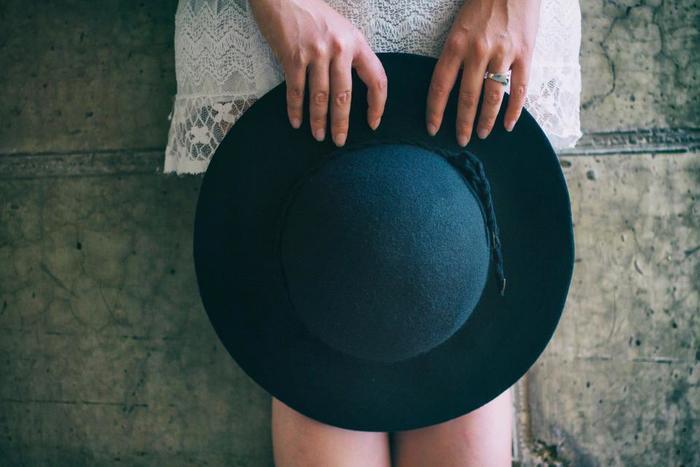 普段着から外出用まで、自分に似合うデザインや素材の洋服は気分を上げてくれるものですね。
