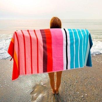 タオルは毎日使っては洗って・・何気ない存在かもしれませんが、素材や機能、デザインなど選ぶポイントはたくさんありますね。お気に入りの洋服以上に肌に毎日触れるものなので、ちょっと自分への投資を兼ねて『良い物』を長く使うのもいいですね。