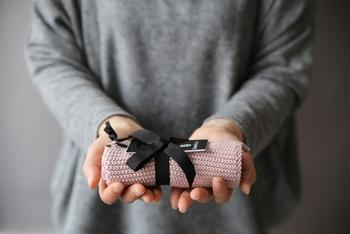 デンマークのインテリアブランド「SEMI BASIC(セミベーシック)」のタオルは、人体に有害である物質を一切使わずに作られているタオルです。赤ちゃんへの贈り物にもお勧めです。