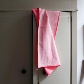デンマークのインテリアブランド、「HAY(ヘイ)」のタオルはありそうでないネオンカラー!キッチンのいいアクセントとなりそうです。