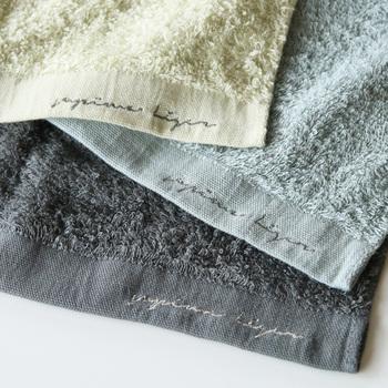 「天衣無縫(てんいむほう)」というオーガニック製品のブランドのタオル。 日本製なだけでなくオーガニックコットンを使っているのでより安心。落ち着いた色も素敵ですね。