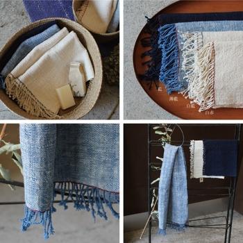 ラオスで手織りされて天然素材を使ったてぬぐいタオル。パイル地と違って畳むとコンパクトになって持ち歩きにも便利ですね。機械で作られた製品と違い、1枚1枚素朴な手作り感が味わえるのも素敵です。長く愛用したいですね。
