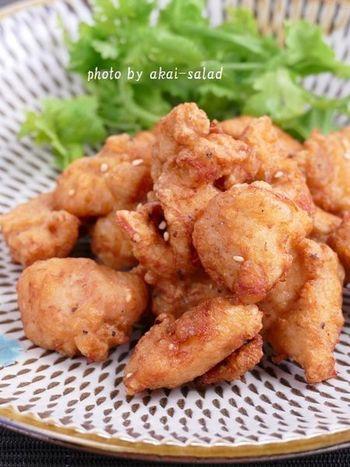 【ピリッと辛い鶏ザンギ】 鶏ザンギとは北海道生まれの唐揚げ。味が少し濃いめで卵を使うのが特徴。こちらのレシピでは下味にラー油も加えて、ピリッと大人味に仕上げました。ビールのお供にもぴったり!お家で居酒屋気分を味わえそうです。