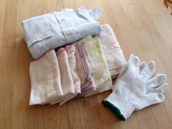 """ホコリやゴミが溜まりやすいサッシには、古くなった布巾が活躍します。こちらのブロガーさんのお宅では、無印良品の""""落ちワタふきん""""を使用しているそうです。無印の落ちワタふきんは薄手なので、狭い隙間の掃除にぴったりなんです。"""