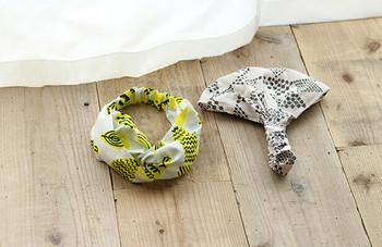 幅広タイプとクロスタイプのヘアバンドはどちらもおしゃれのポイントになりそう♪よくお店で見かけるタイプですが、作るのも意外と簡単。お気に入りの布のはぎれがあったらぜひチャレンジしてみませんか?