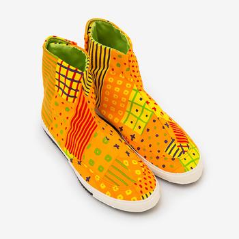 普通のハイカットスニーカーによく似ているので、地下足袋よりももっと取り入れやすいデザインの先丸地下足袋。「立夏(りっか)」は、パッと目を引く鮮やかなオレンジが魅力です。