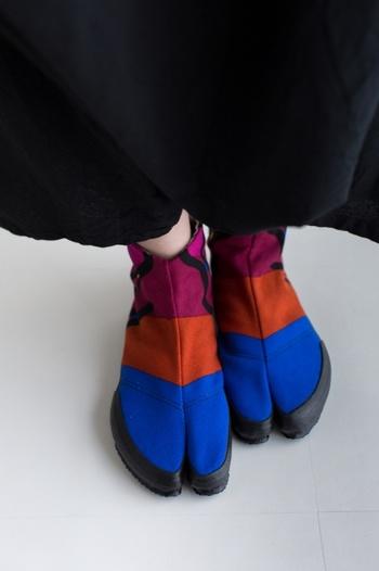 和服にしか合わないと思っていた足袋が、SOU・SOUの足袋下や地下足袋なら気軽にコーデに取り入れられます。普段使いもしやすいので、ぜひ毎日のファッションにプラスしてみてくださいね。