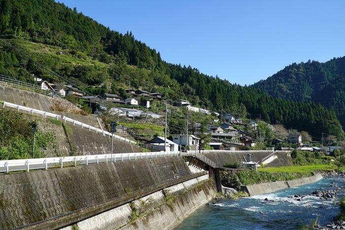 上勝町は、徳島県内を悠然と流れる勝浦川の上流部に位置する人口約1500人の町です。