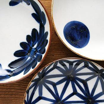 長崎県・波佐見町で生み出される「波佐見焼」。とても人気が高いので、一度は見たり聞いたりしたことがある人も多いのでは?近年人気の波佐見焼ですが、誕生したのは慶長4年(1599年)と実に歴史ある伝統工芸品なんです。