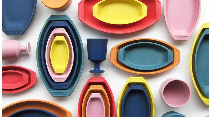まるで子供のおもちゃのようなカラフルさが楽しいオーブンウェアのシリーズ。フランスのおままごとセットがイメージされています。