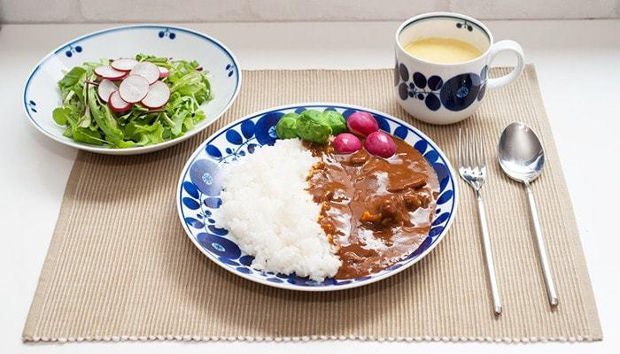 和食にも洋食にも合うから、活躍する場面は多数。色々なサイズやアイテムがあるので、揃えると食卓に統一感が出ますね。もちろん、単一で使っても◎