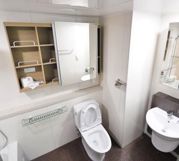 水回りは洗濯物関連やお手洗いのペーパーなど、生活感が出やすいアイテムばかり。  どんな収納法や目隠し方法が有効なのかチェックしてみましょう。
